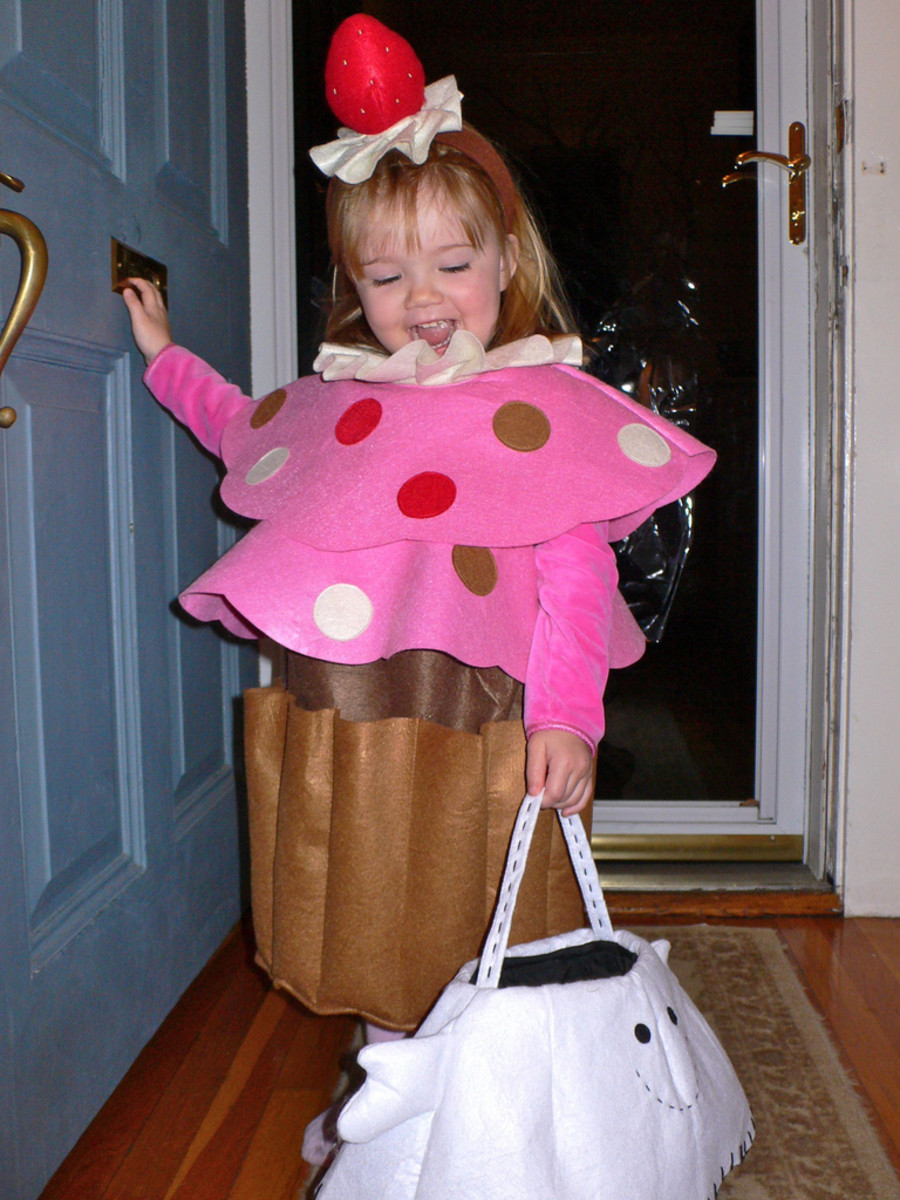 Make a cupcake costume for a child