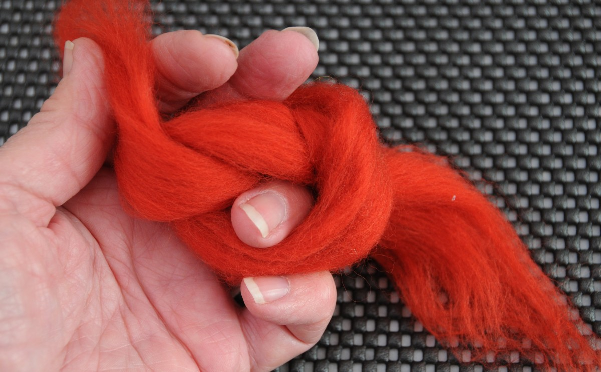 Knotting the wool roving