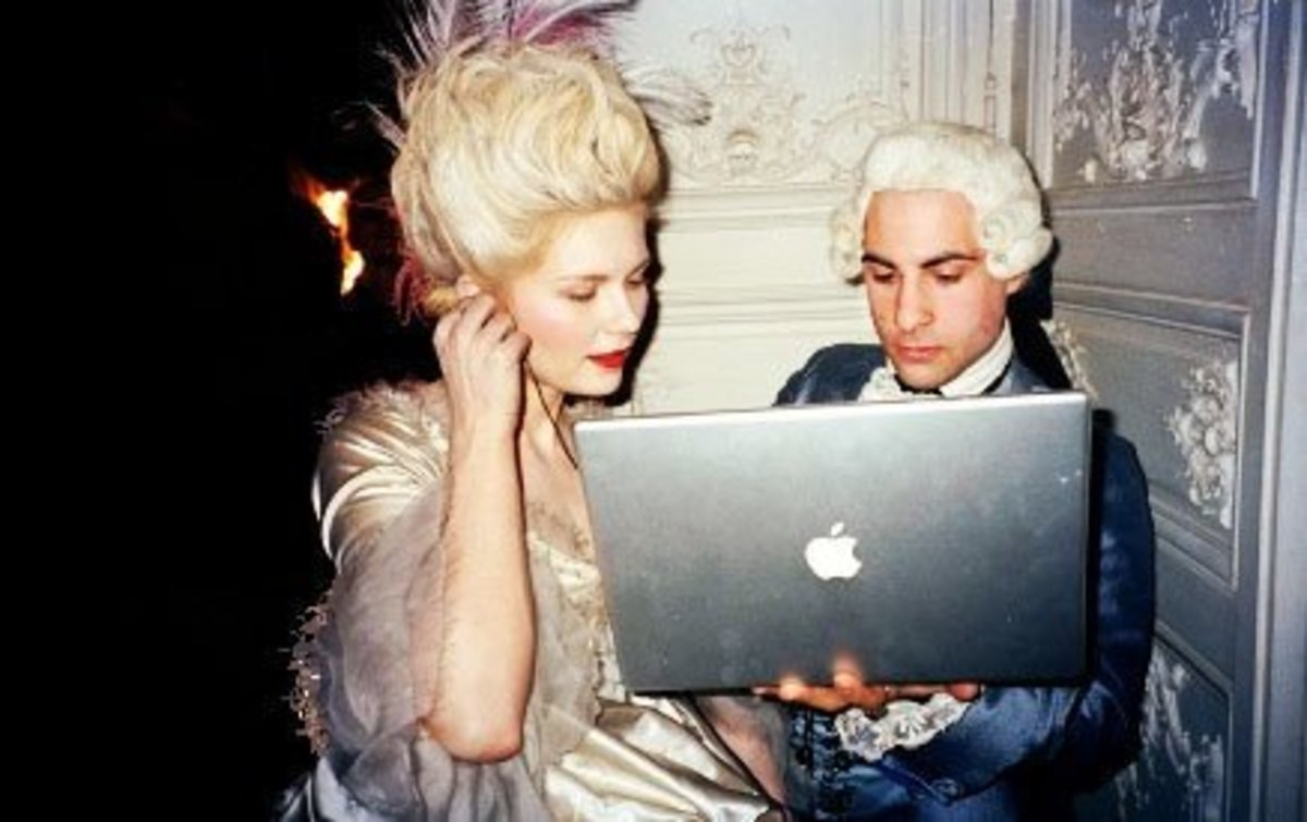 This picture shows that a Sixteenth Century couple is holding an Apple Laptop. Laptop was an unknown thing in the Sixteenth Century. Hence, it is an anachronism.