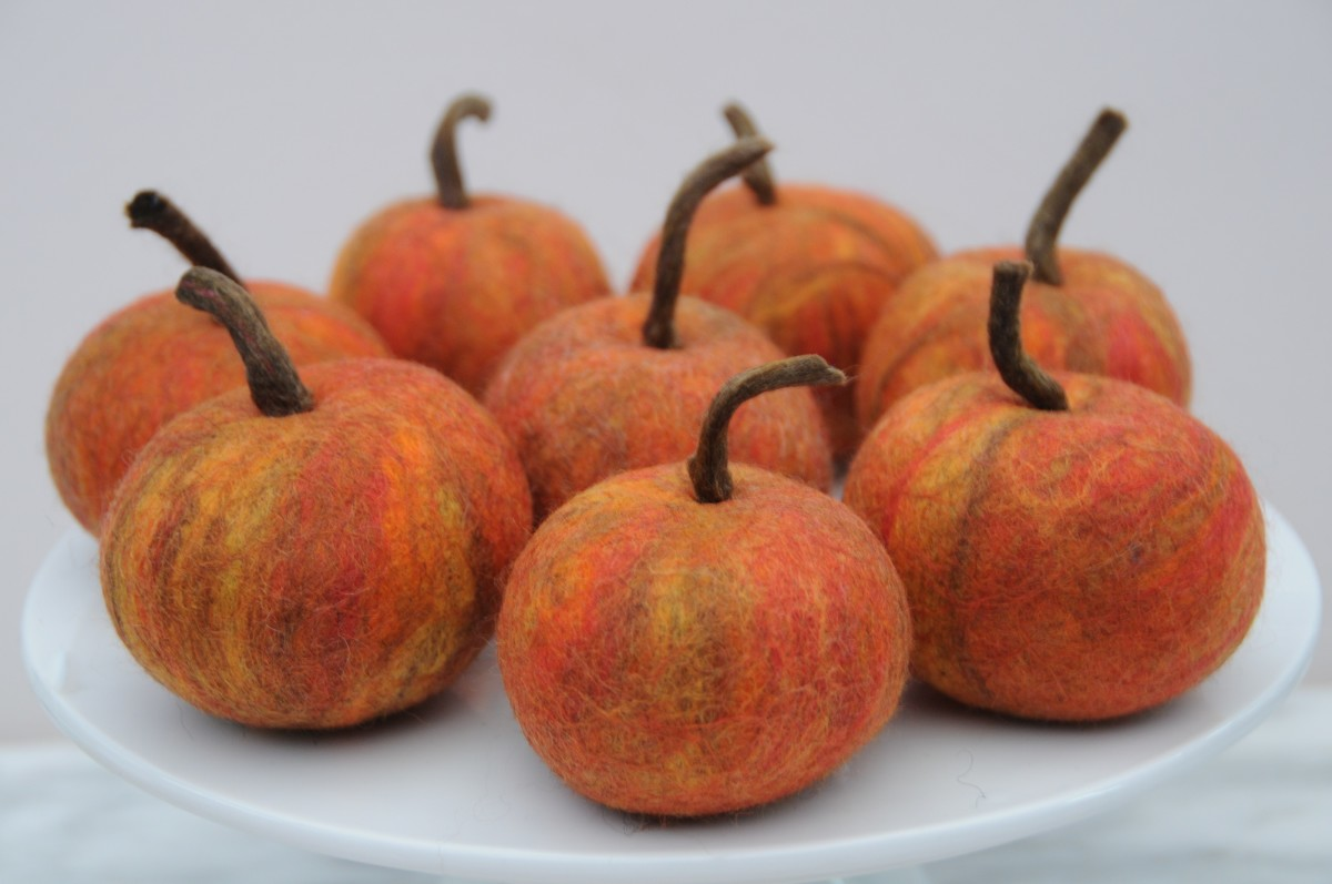 Close-up of the completed apples.