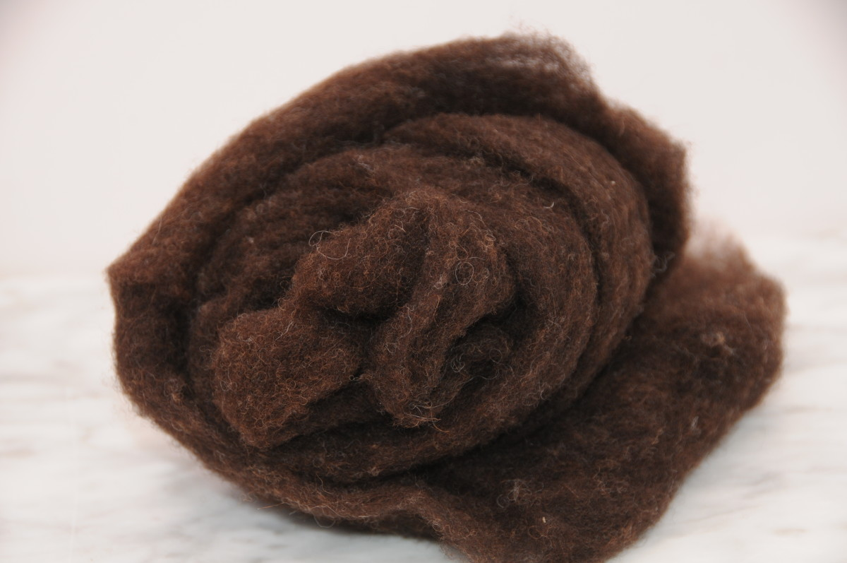 Pure carded wool waste, more suited to spinning than felting but it makes a useful filler for the apples.  Unwashed pure wool can be used too.