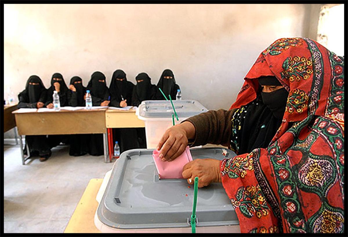 The traditional Sana'ani Sitarah used by old generations of Yemeni women versus the modern Yemeni Balto amid younger generations