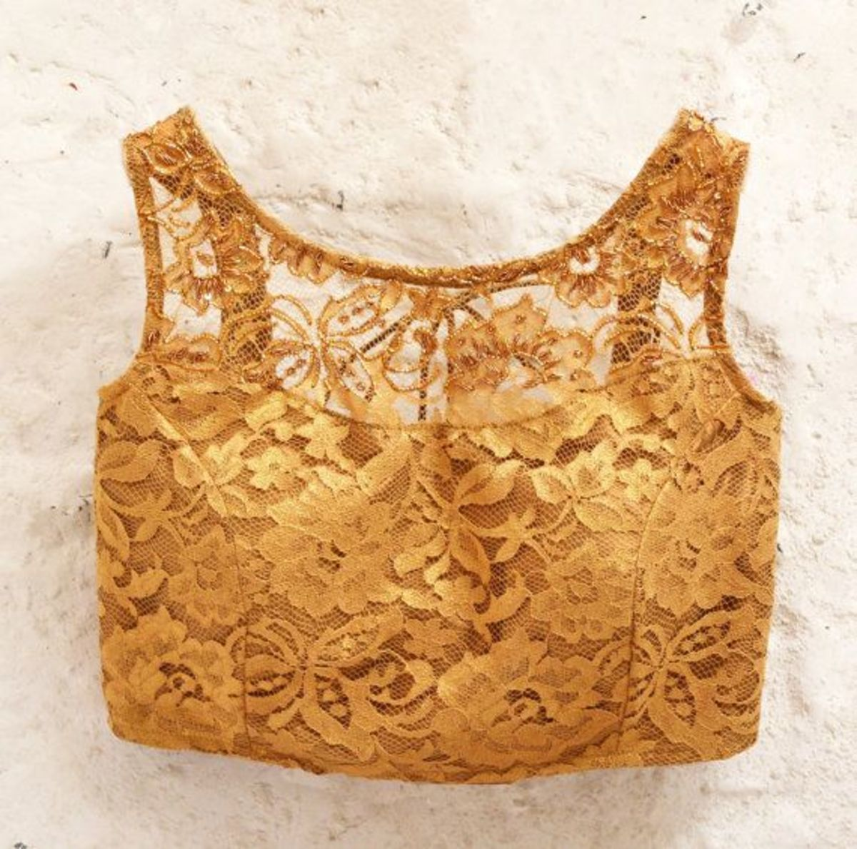 Gold colored lace blouj