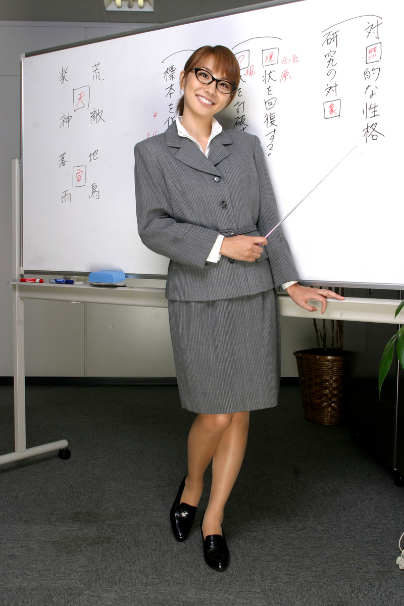 Is she ready to teach some Japanese?