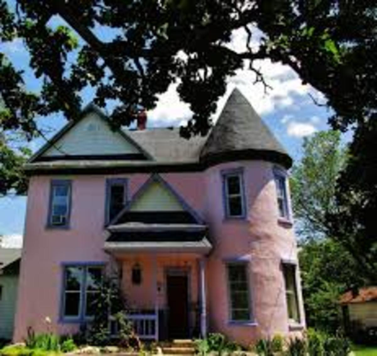 """Click on the link to find out more about Brumley's Haunted B&B, and the day that Jason Bateman and the """"Ozark"""" crew visited the town."""