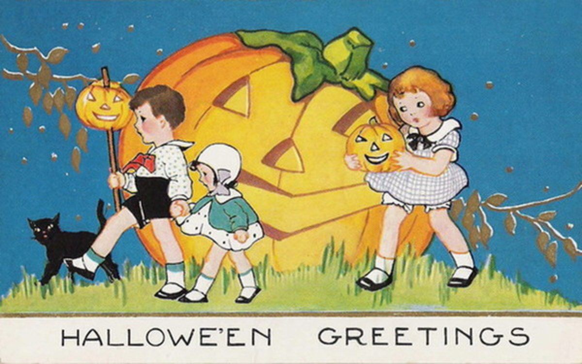 Free vintage Halloween card: children and large carved pumpkin