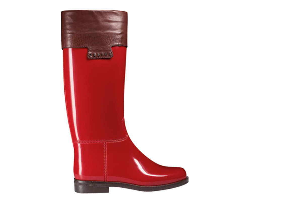 LES CUIRS SULKY RUBBER from  Celine 295 € Boots that will make you want to sing in the rain…  Fresh colors and elegant leather finitions: the ultimate casual chic rainboot!