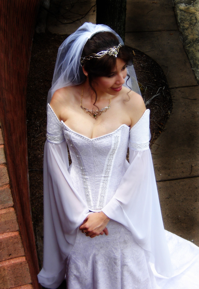 Intricate, detailed, white Medieval wedding dress. Also from http://www.medievalbridalfashions.com