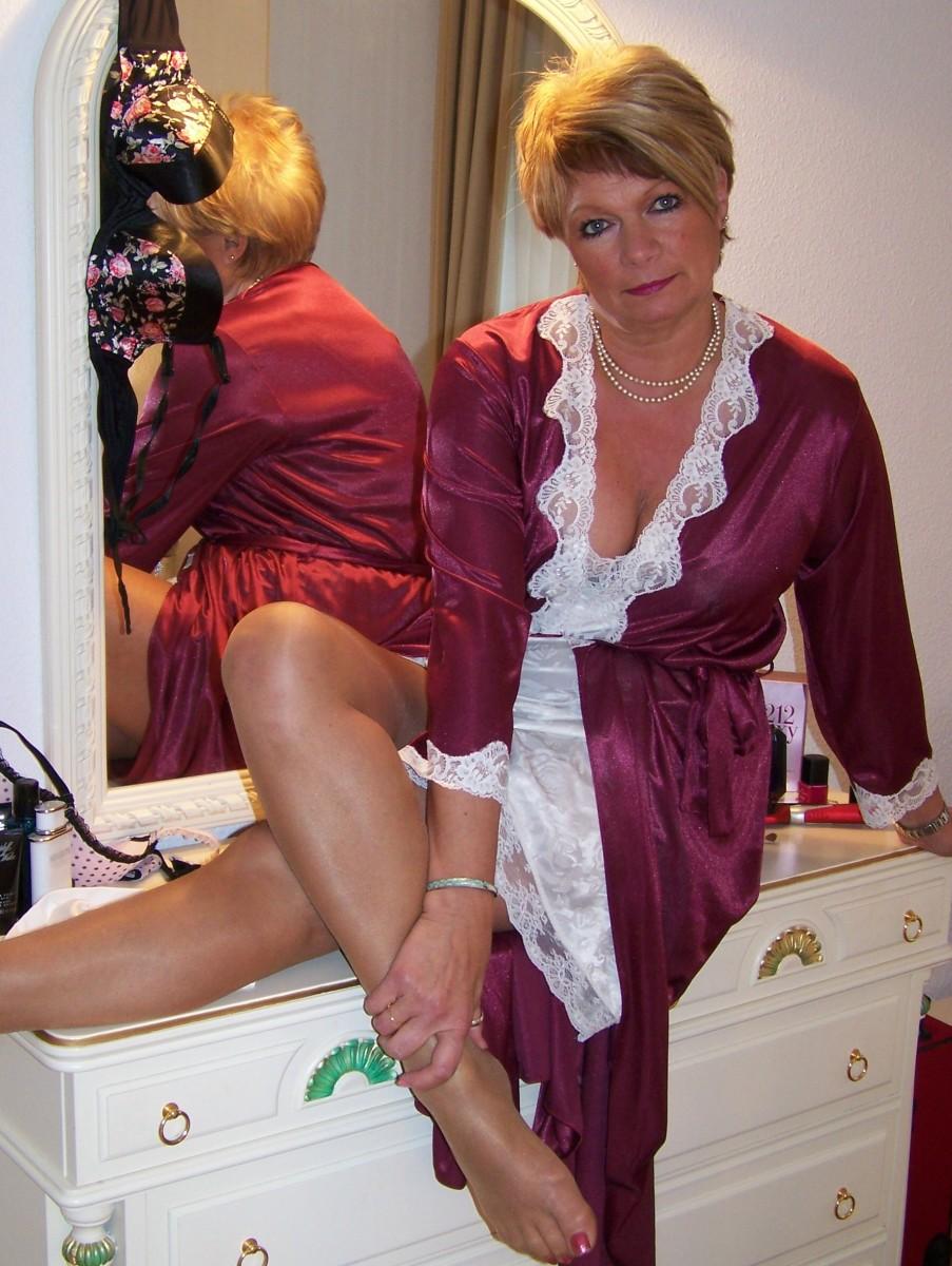 mature ladies in stockings