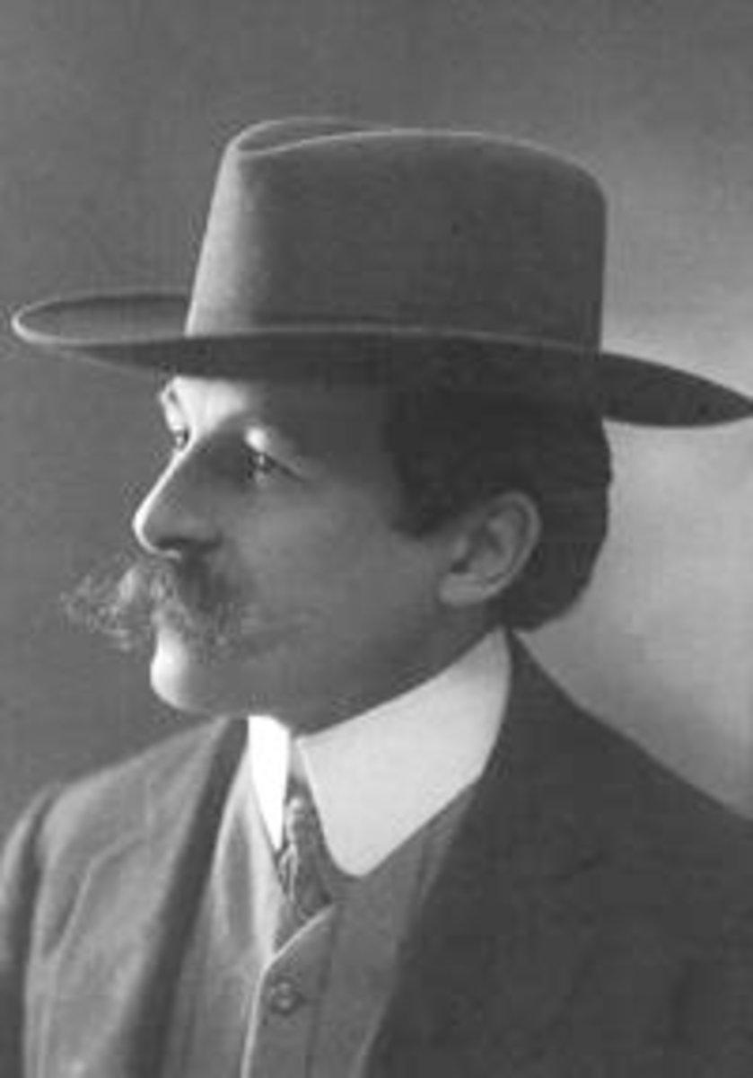 http://commons.wikimedia.org/wiki/File:Maurice_Leblanc.jpg
