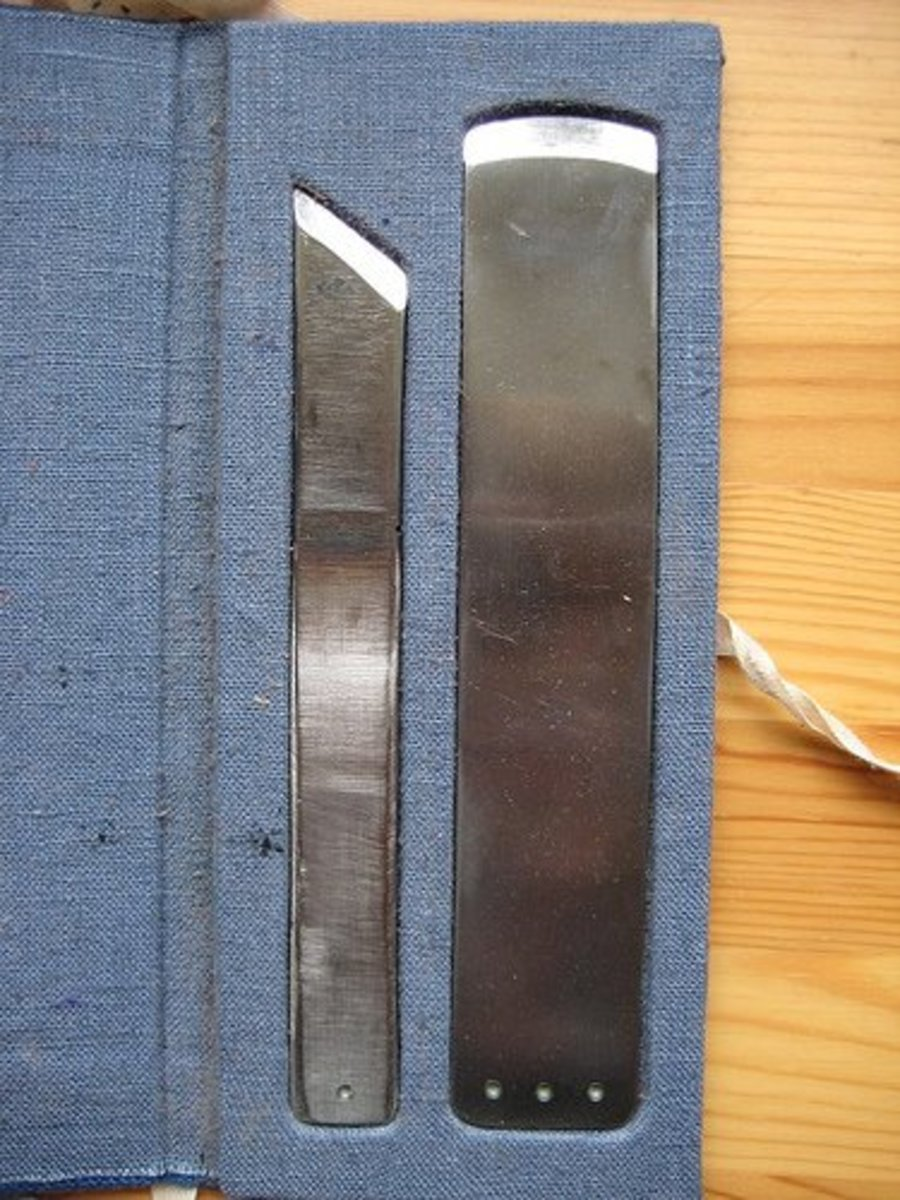 Bookbinding Paring Knives (Photo courtesy by paperiaarre from Flickr)