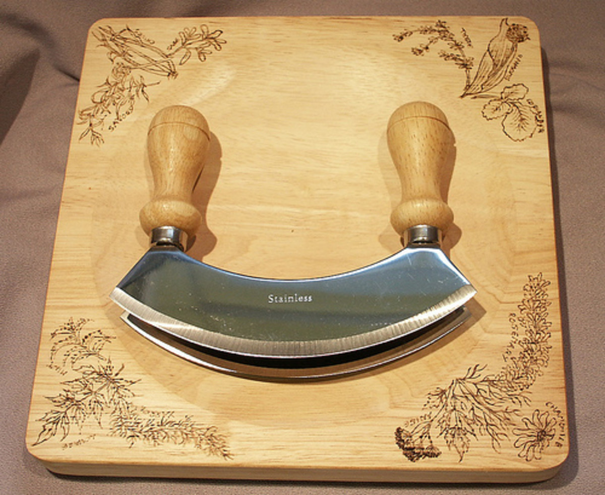 Mezzaluna Knife (Photo courtesy by TAnnison from Flickr)