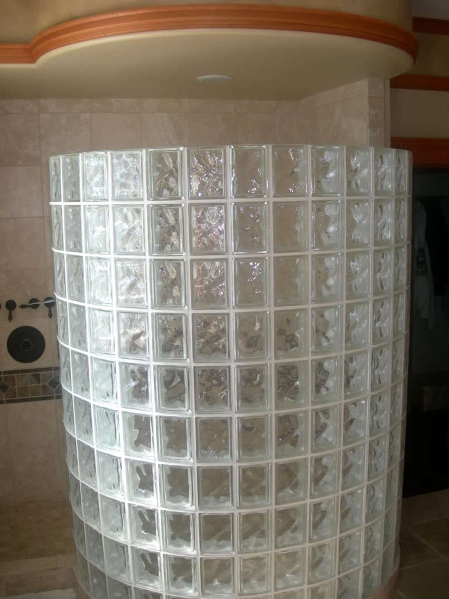 building-a-walk-in-shower-enclosure-with-glass-block