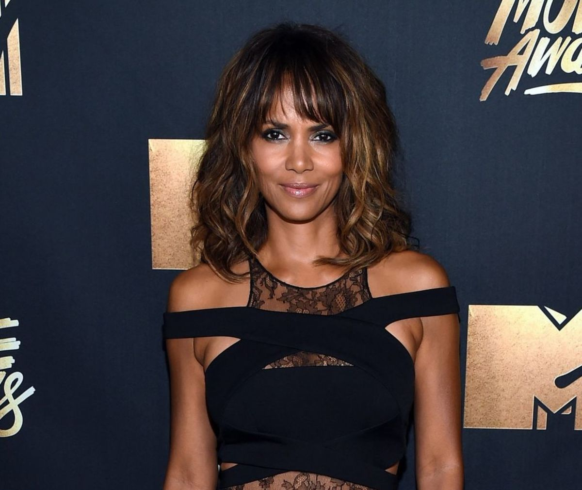 Halle Berry - Beautiful Women Over 40