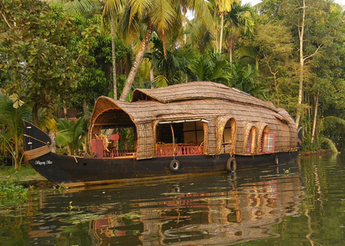 A Houseboat in Kerala  Image courtesy http://www.flickr.com/photos/10429032@N08/2125837354