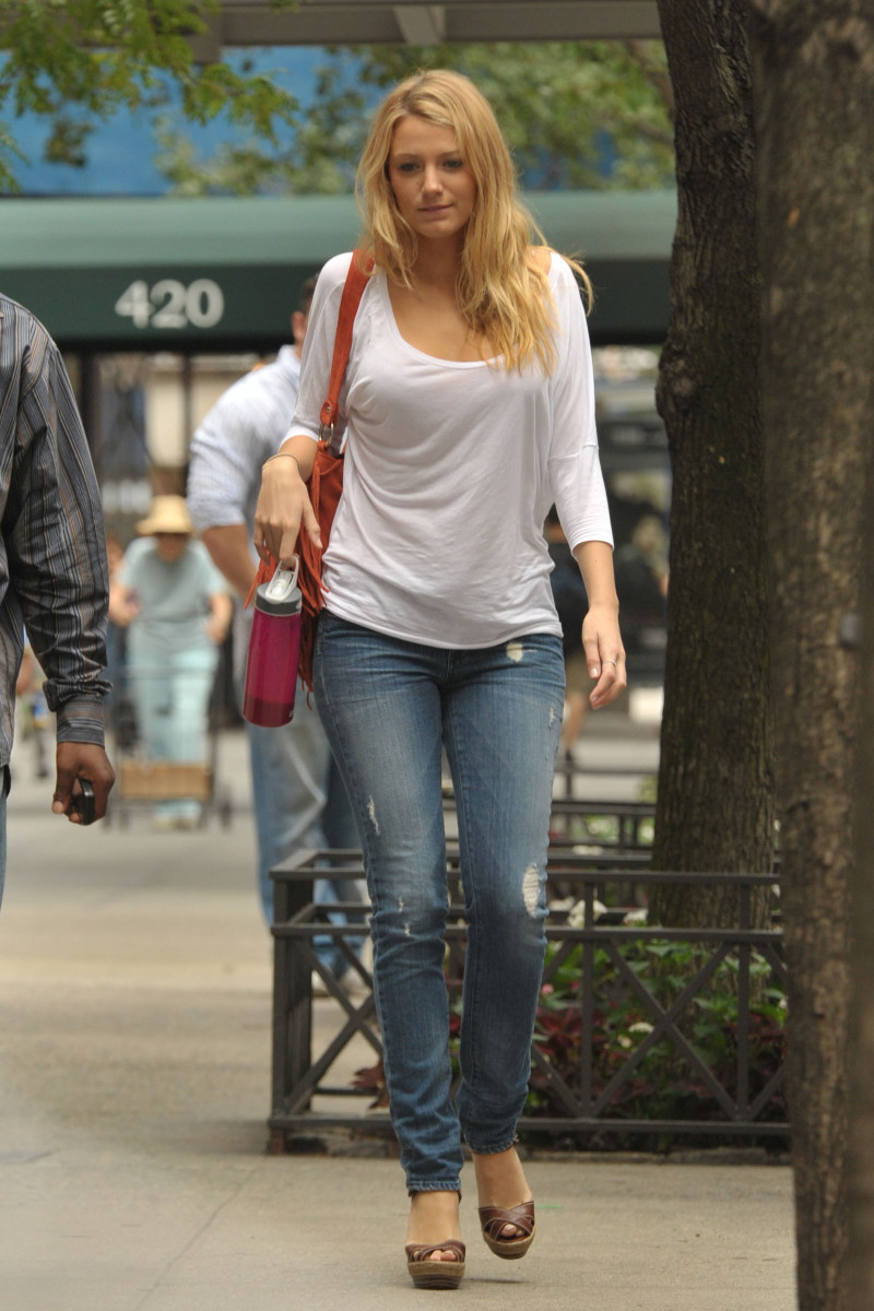 Blake Lively in tight distressed jeans and high heels