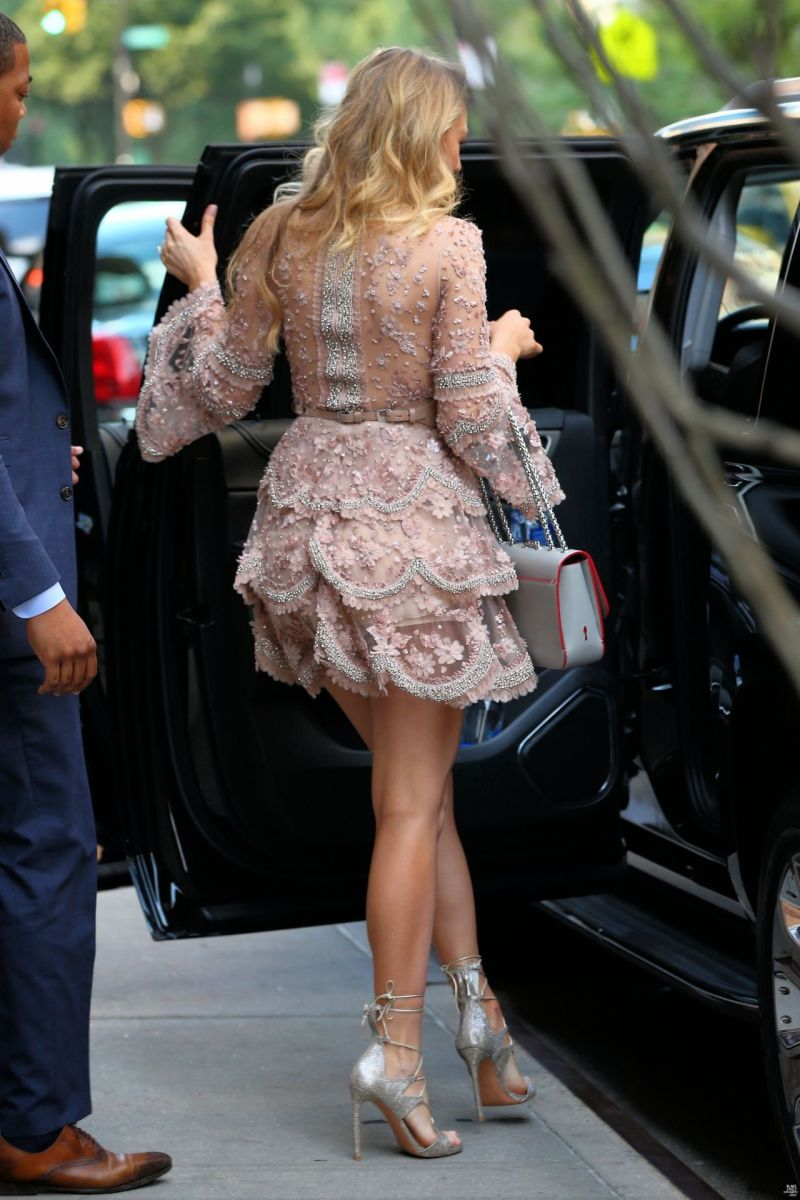 Blake Lively entering her limo in an elegant short dress showing off her stunnig legs in stilettos