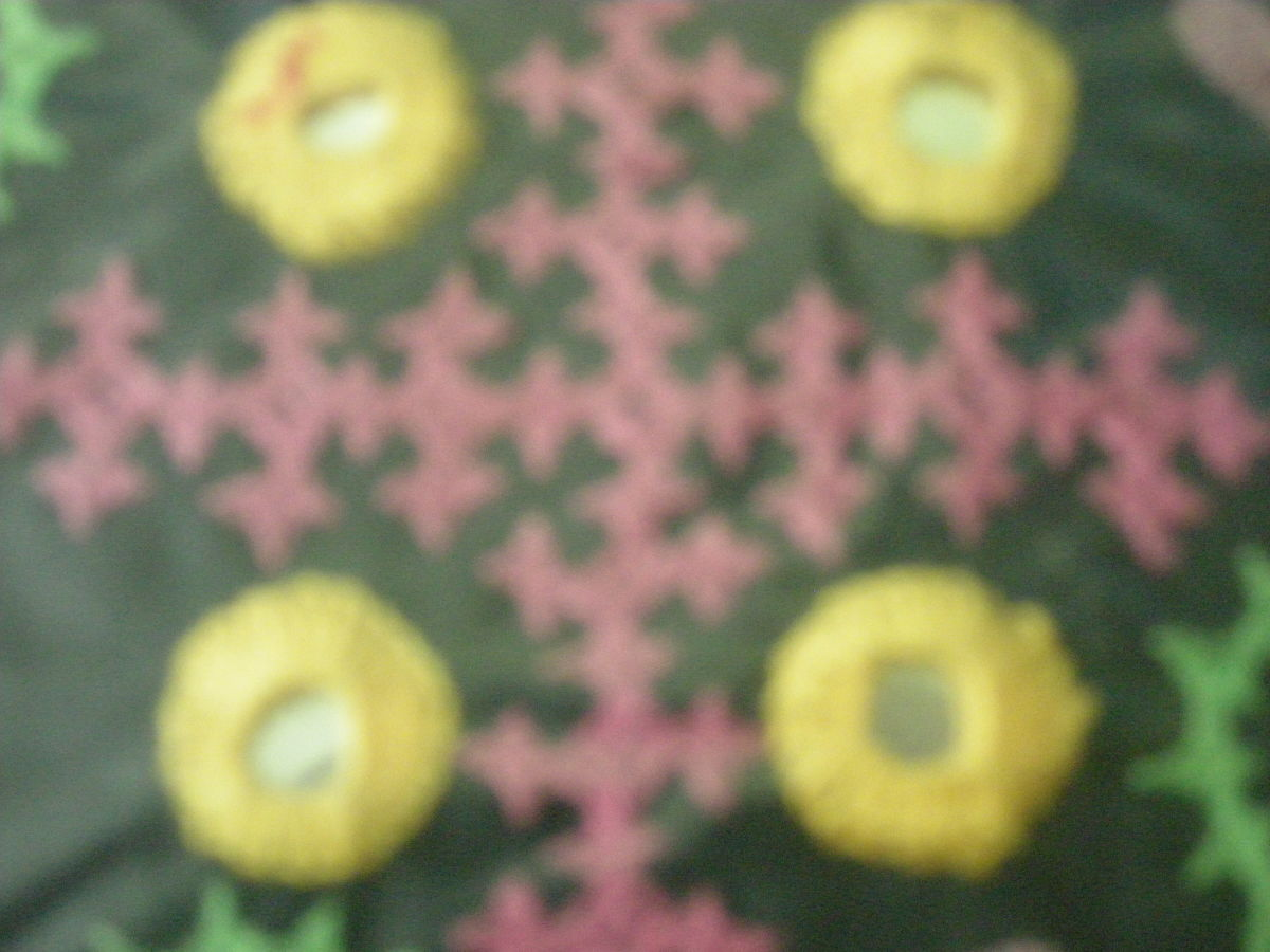 interlacing stitch in pink- and mirrorwork in yellow