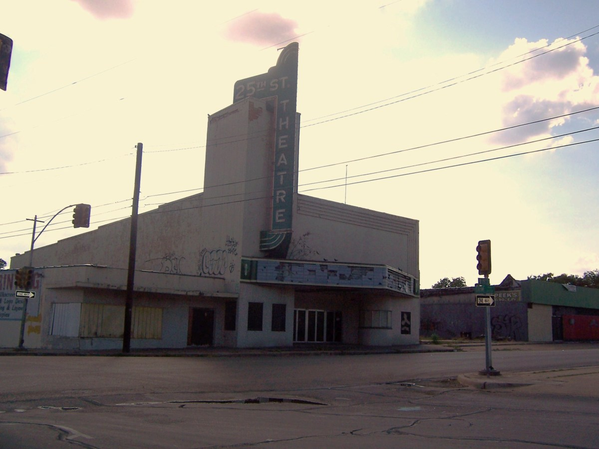 Copyright(c)KCC Big Country  Historic 25th Street Theater in Waco, Tx  This is how it looked in Aug 2009.