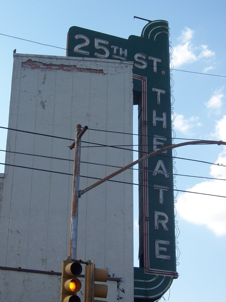 Copyright(c) KCC Big Country 25th St. Theater Sign