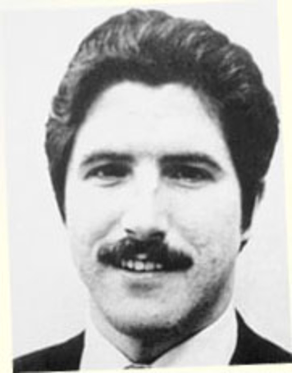 "Kenneth Bianchi also known as one of the ""Hillside Stranglers"" was a serial killer in the 1970s who tried to fake having Dissociative Identity Disorder (A.K.A. Multiple Personality Disorder)"