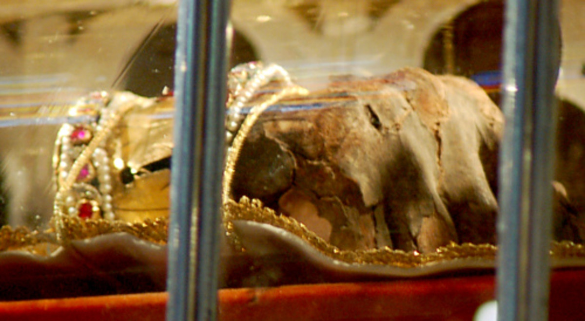 MUMMIFIED RIGHT HAND OF ST STEPHEN RELIC IN BUDAPEST, HUNGARY