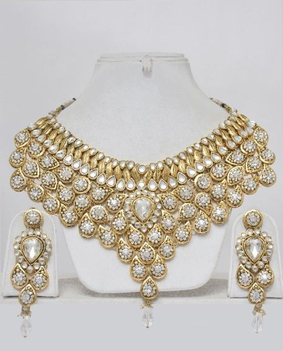 Picture of gold bridal necklace set