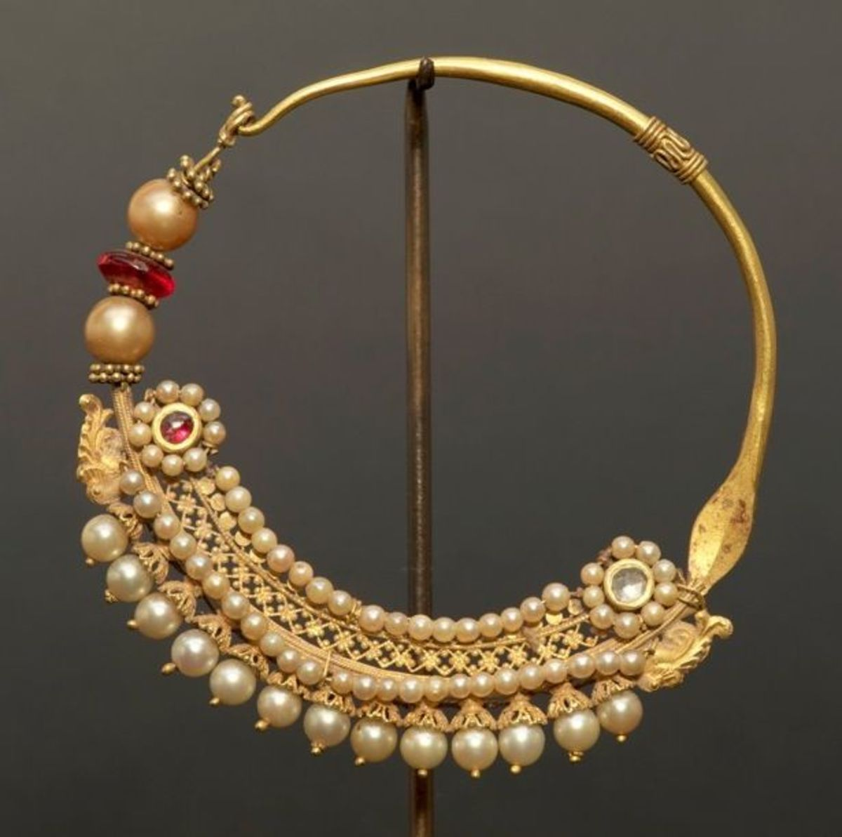 intricate design on wedding gold nose jewellery