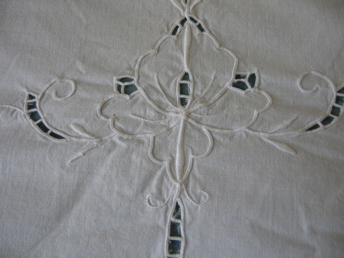 middle pattern section of the cloth's overhang