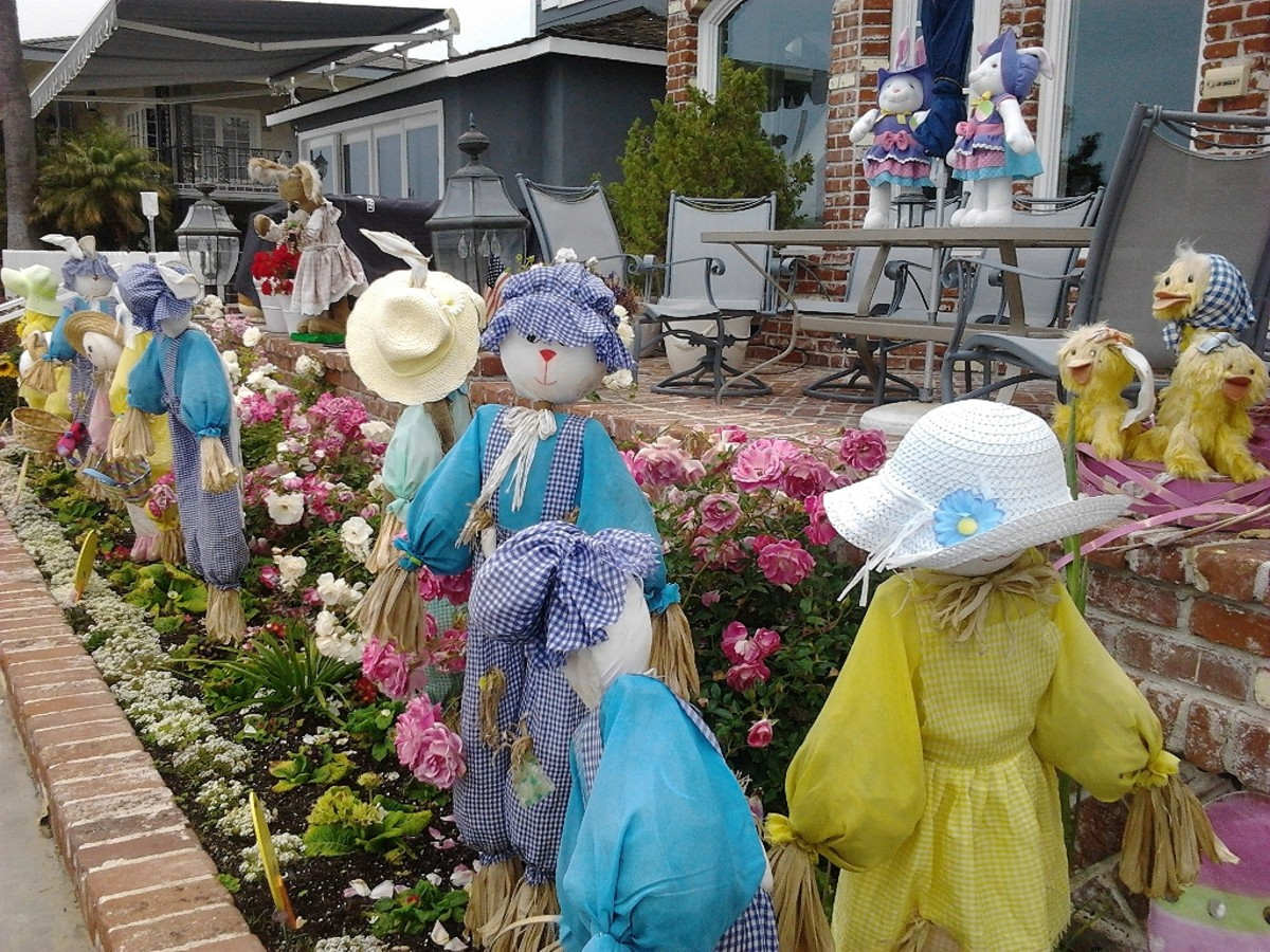 """Easter on Balboa Island - """"Full-Out""""  Decorations for every season!"""