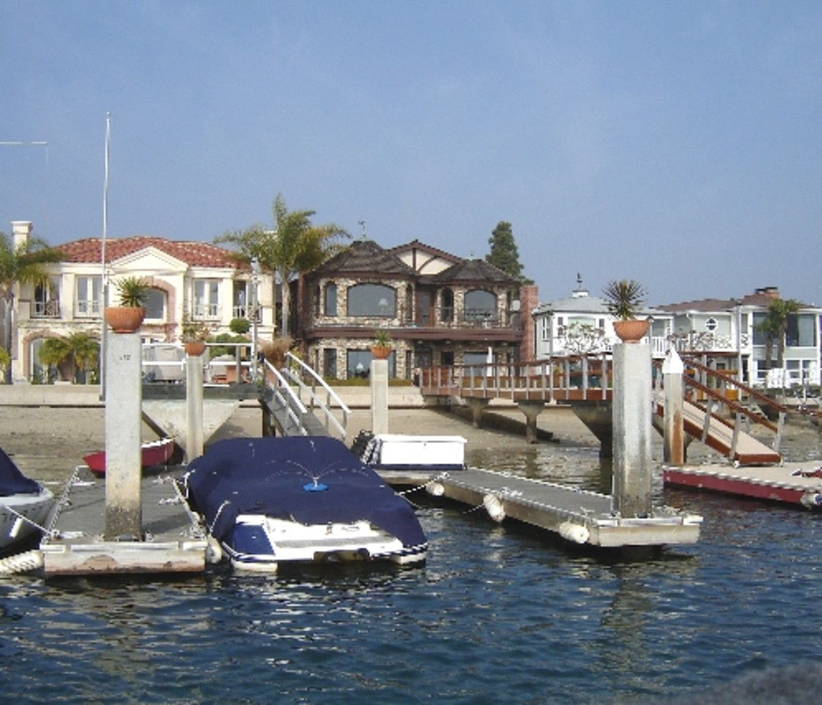 Fun Zone Tour points out houses of celebrities on Balboa Island