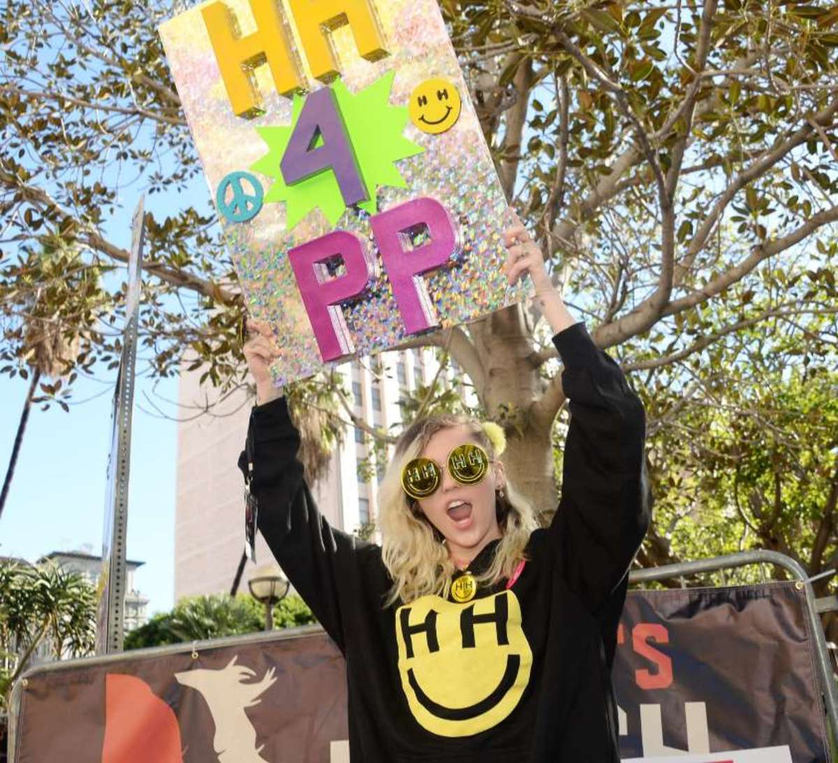 Miley at the women's march in LA 1/21/17