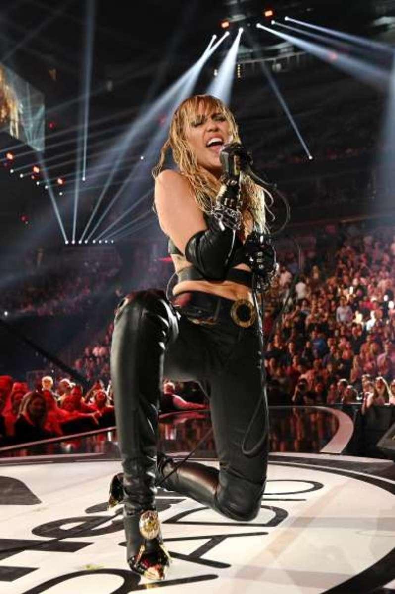 Miley sings hard rock
