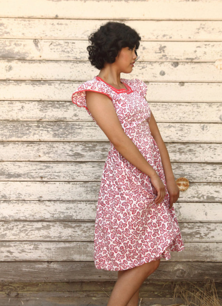 Isn't this style of dress a delight and here it is 80 years later. (photo used with permission of Dreemco on Etsy)  Someone preserved this dress all these years and  now it's for sale on Etsy.