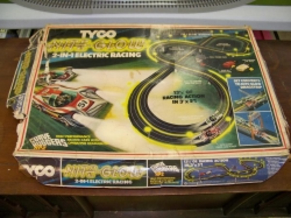 Tyco Nite-Glow Slot Car Racing Set