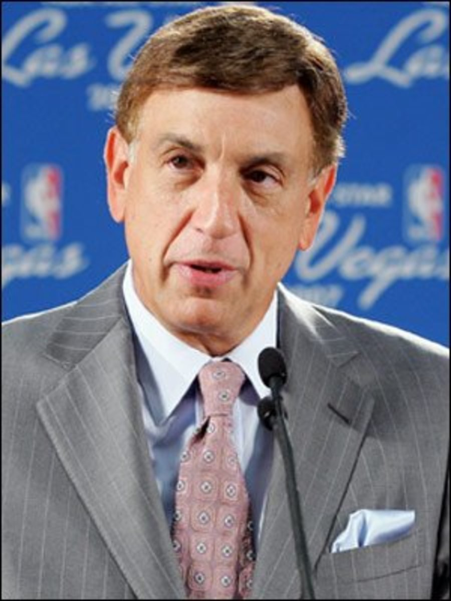 Marv Albert - sports caster legend and celebrity wig wearer.