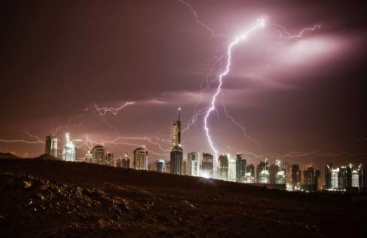 Burj Khalifa Struck By Lightning