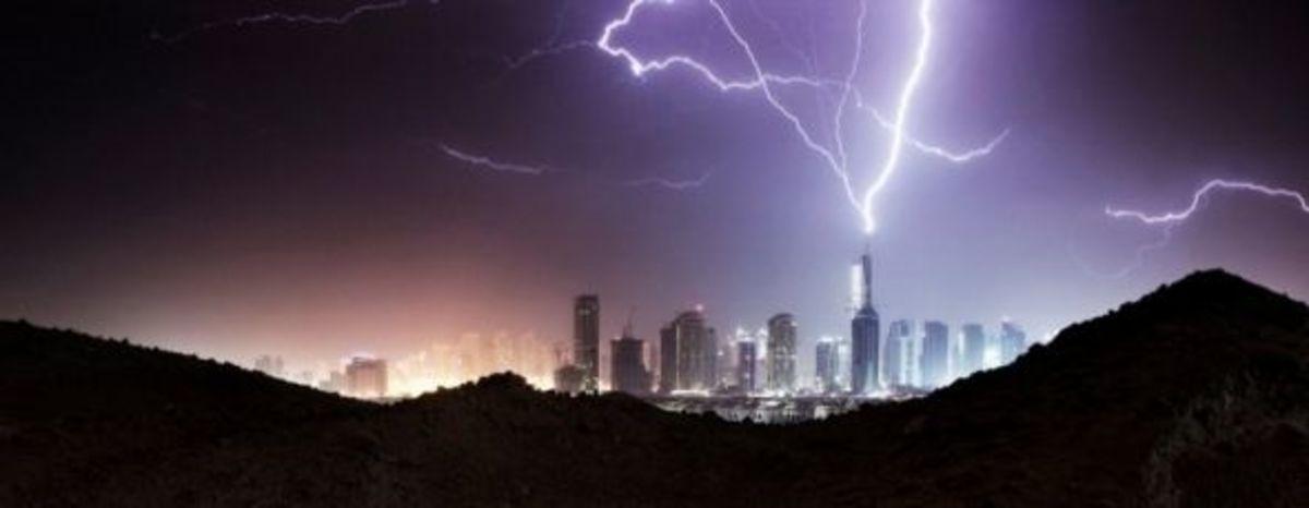 Burj Khalifa Struck Lightning