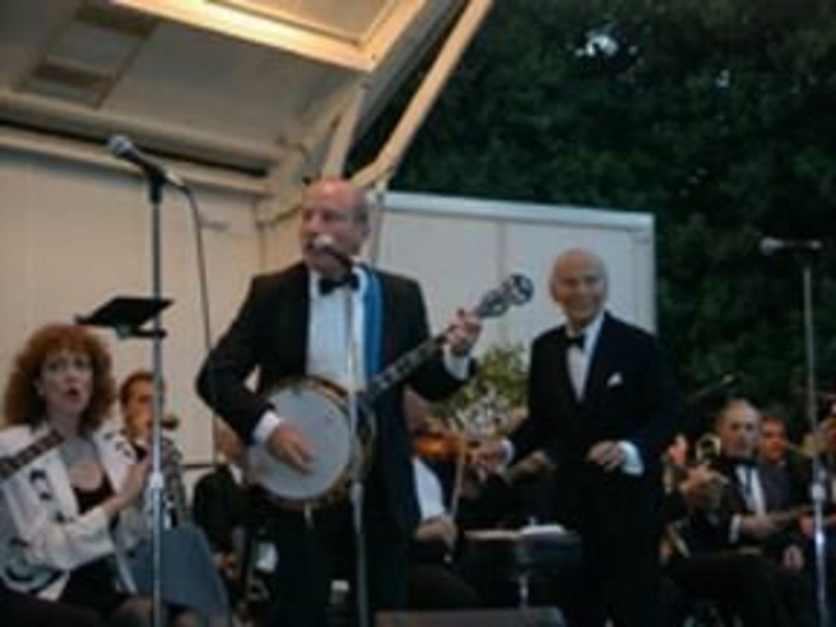 Larry Siegel performing with Lester Lanin