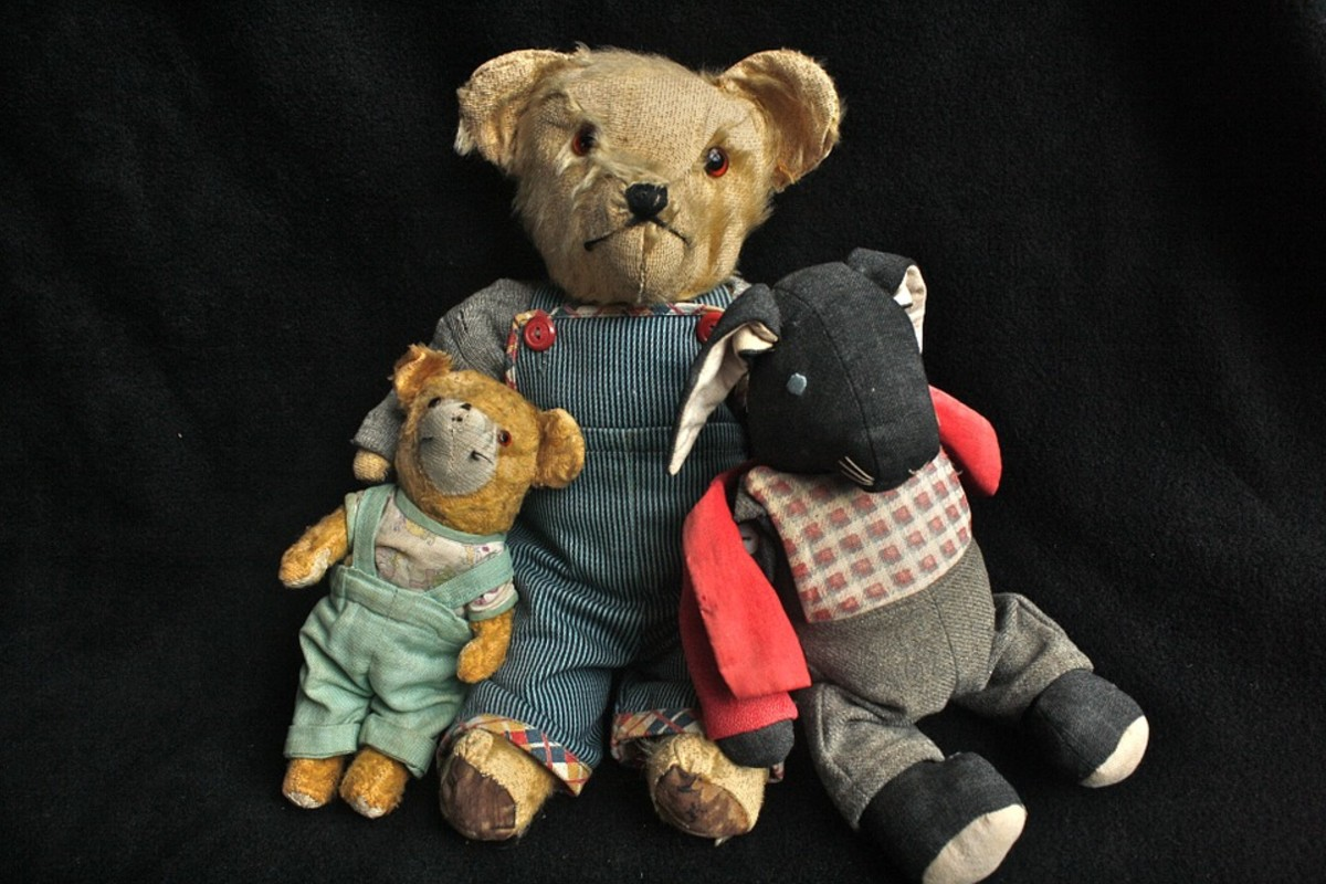 Well-loved vintage Teddy Bears (and a bunny, too).