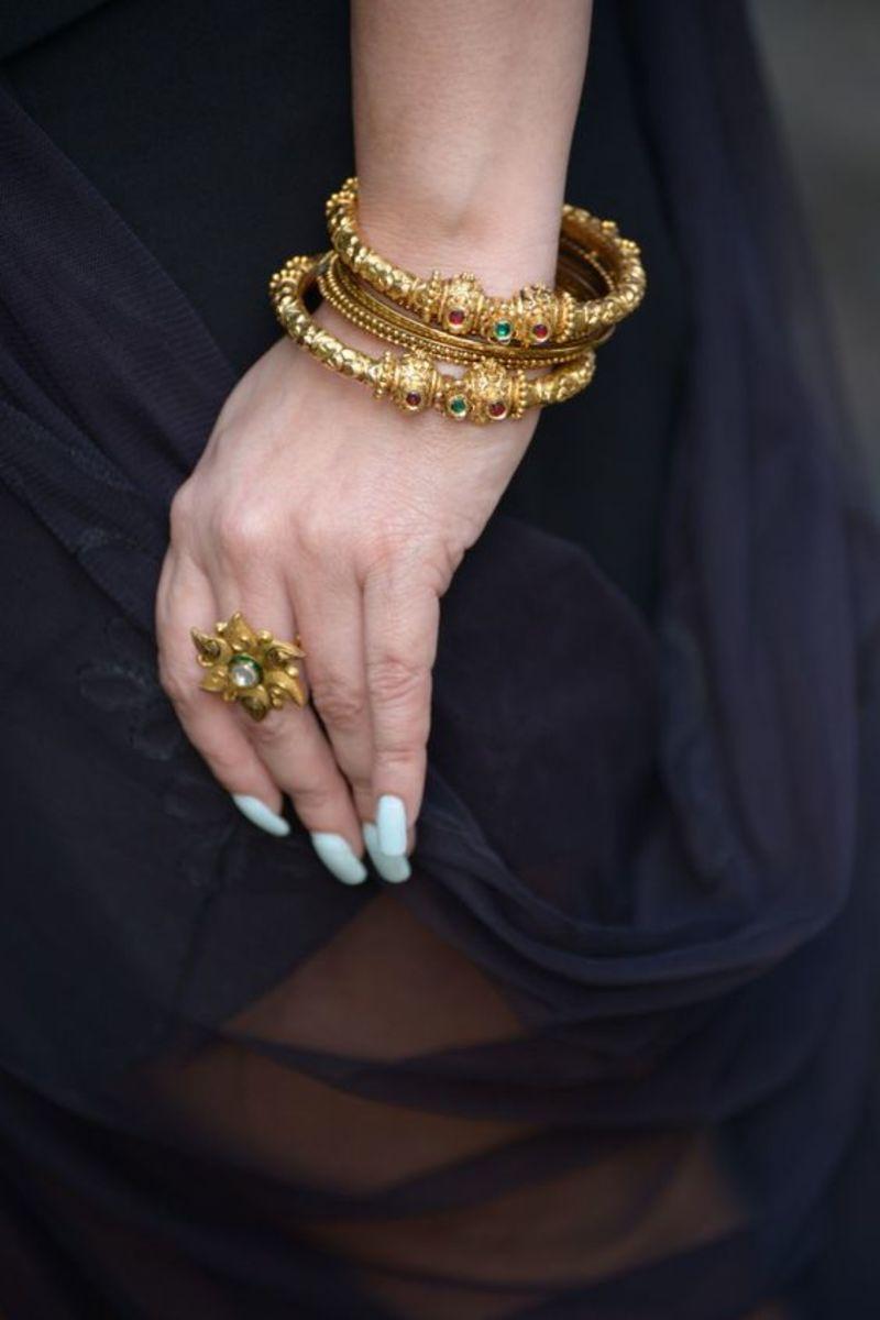 Round gold bangles with kundan stone