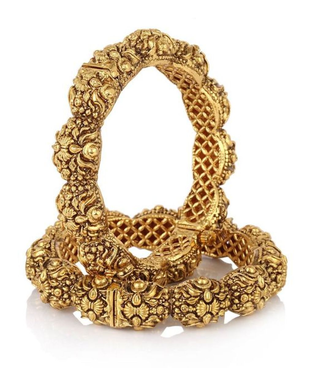 Gorgeous bridal gold jewellery for hands