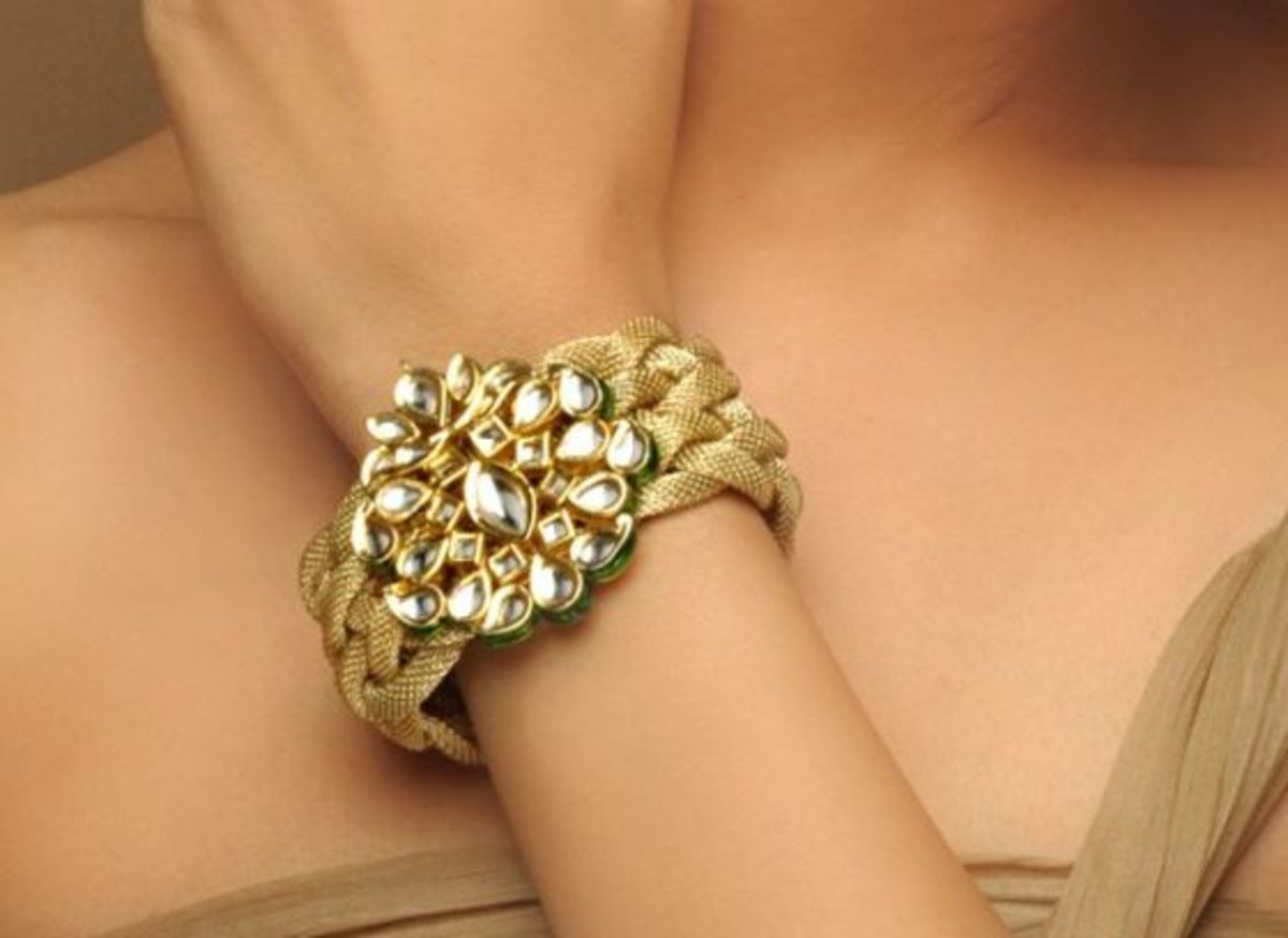 Gold rope bracelet with kundan embellishment
