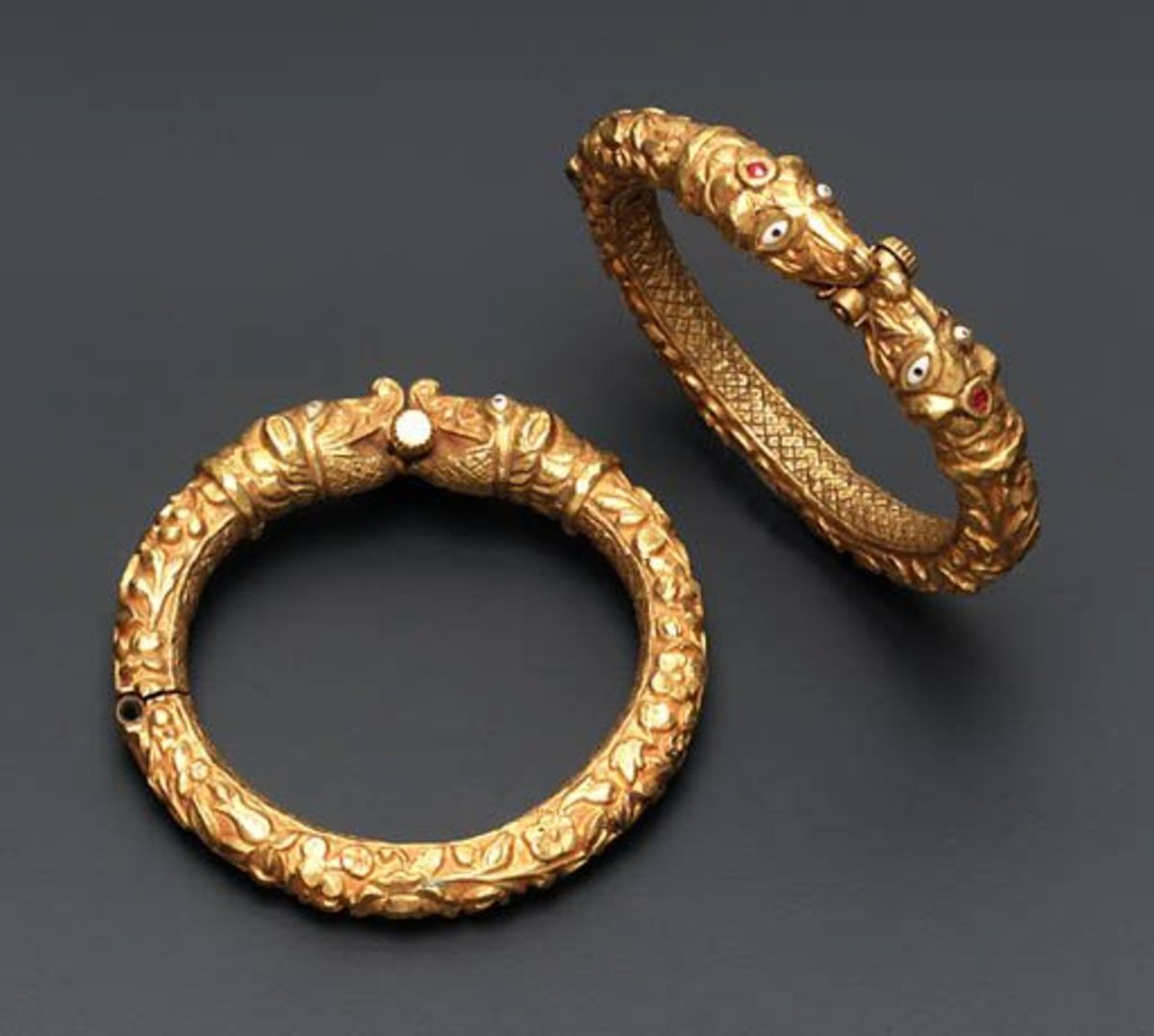 round shaped bala or bangle made of solid gold