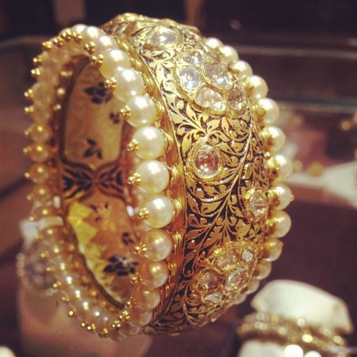 very beautiful and rape gold bangle design