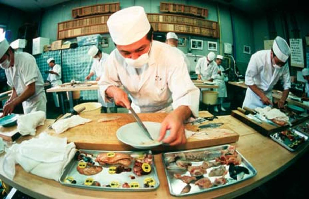 COOKS PREPARING FUGU DISHES IN JAPAN (Photo courtesy of http://www.doobybrain.com/)