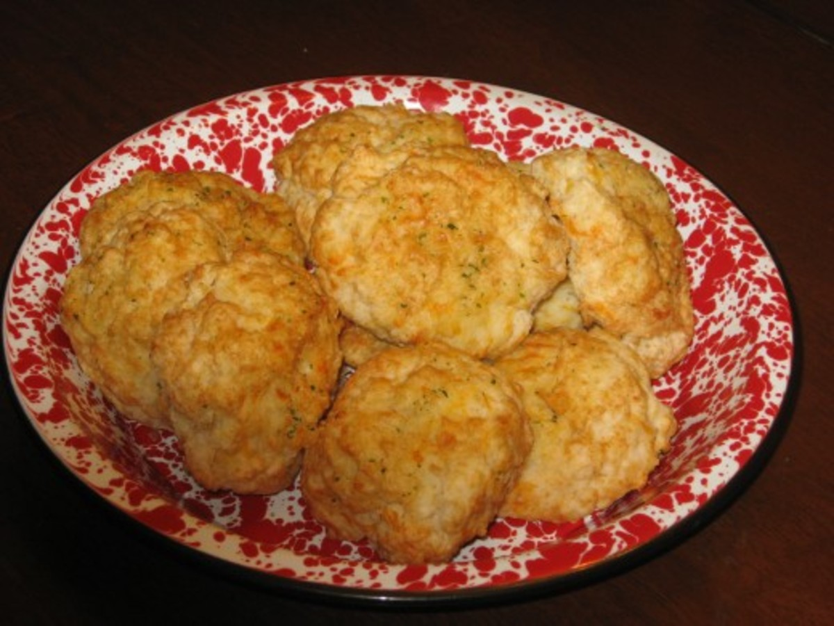 Alzheimer's symptoms include memory loss. When Mom forgot how to make biscuits, I knew there was a major problem.