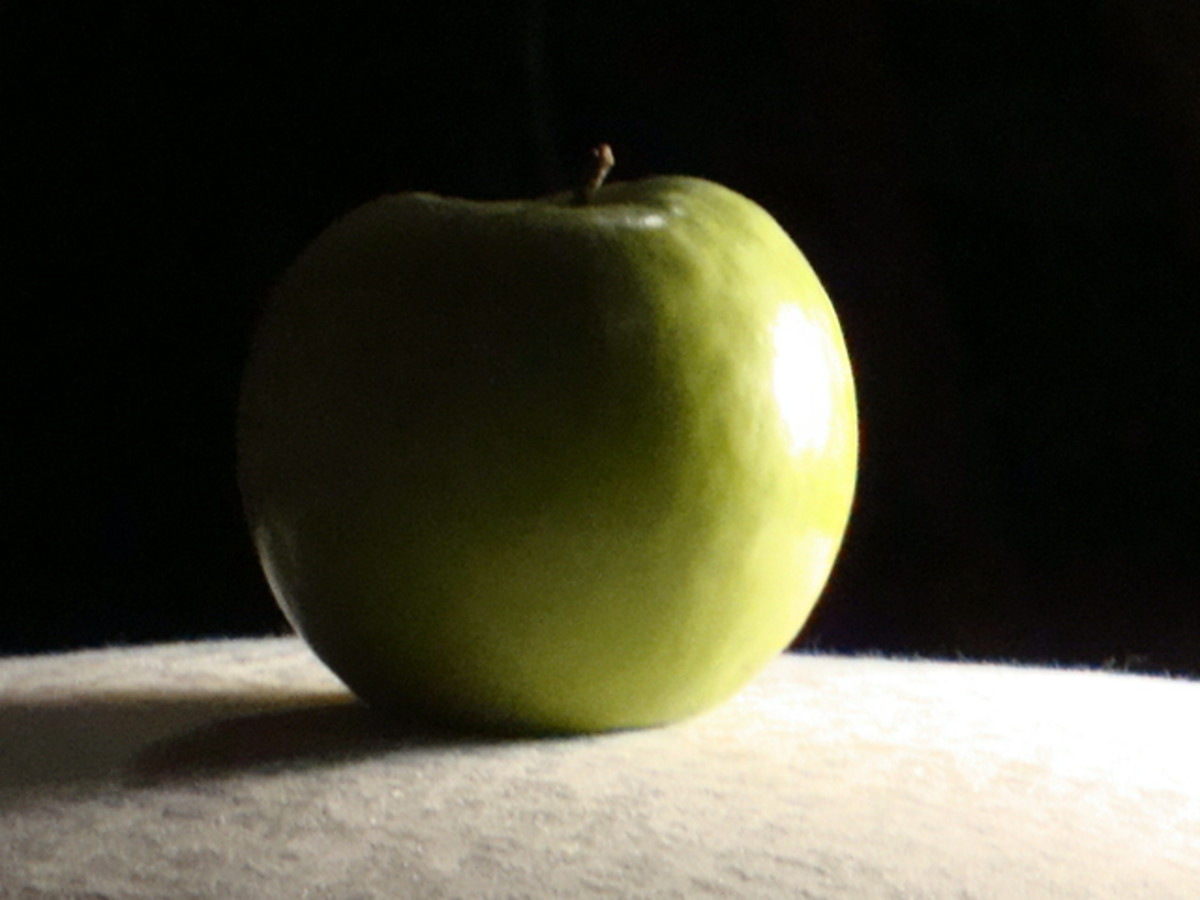 This is how your apple should be lit - with highlights, shadows and mid-tones.