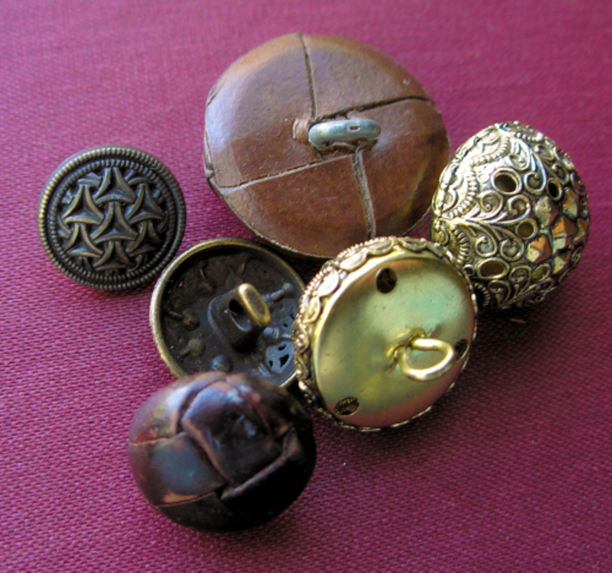 Metal, plastic and leather shank buttons.