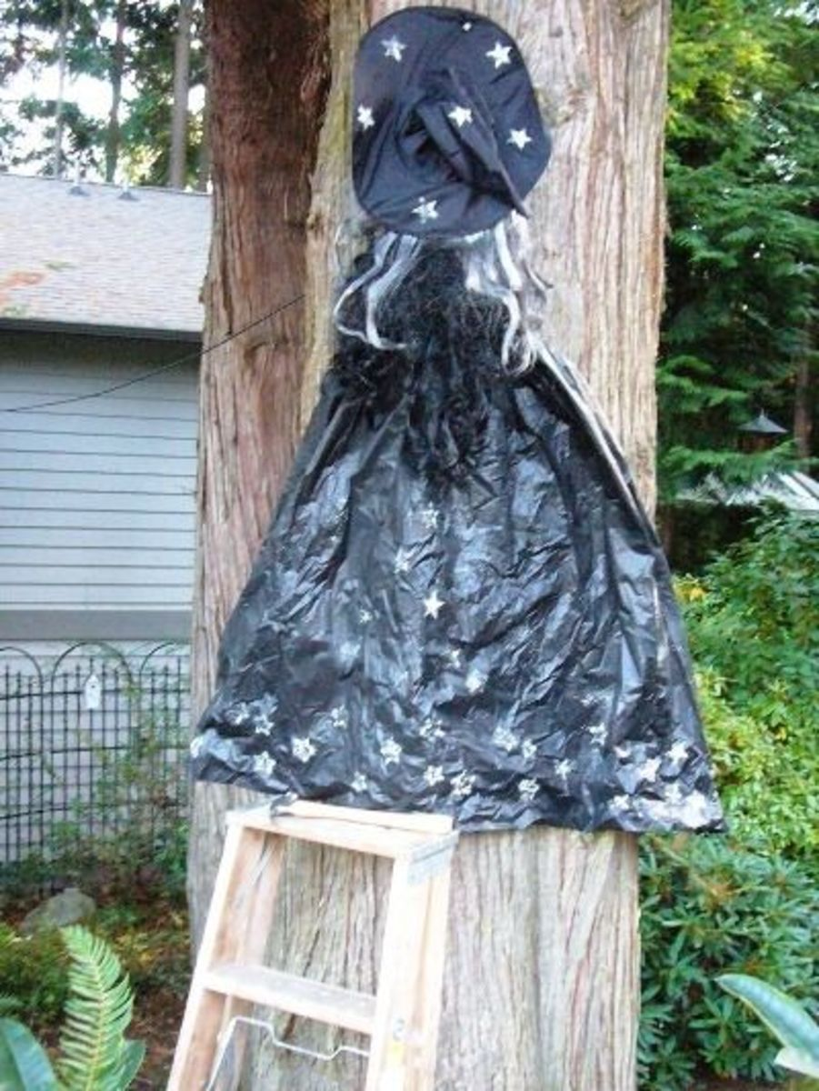 Next add the witches cape to the tree.